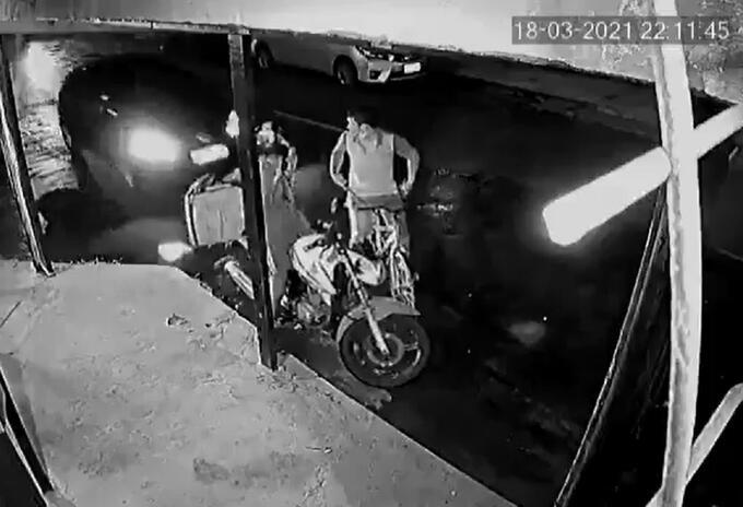 Conductor atropella a ladrón