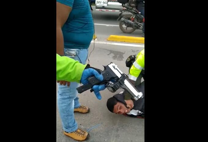 Venezolano robando en Cundinamarca