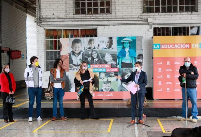Alcaldesa de Bogotá, Claudia López, coordina el regreso a clases en la ciudad