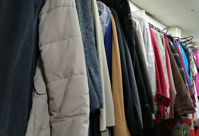 Tiendas de ropa usada siguen sosteniendo sus ventas