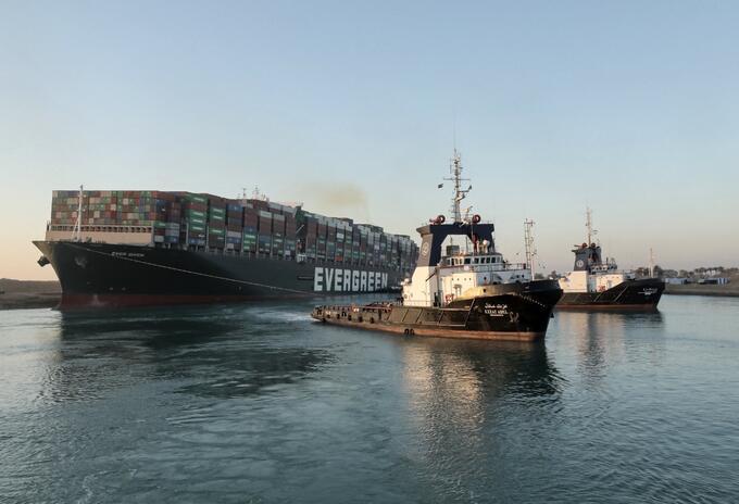 Buque en el canal de Suez