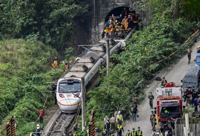 Tren descarrilado en Taiwan