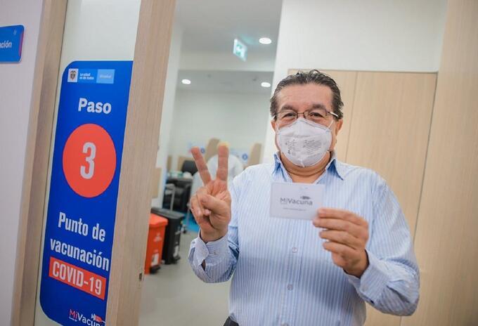 Fernando Ruiz Gómez recibe la vacuna