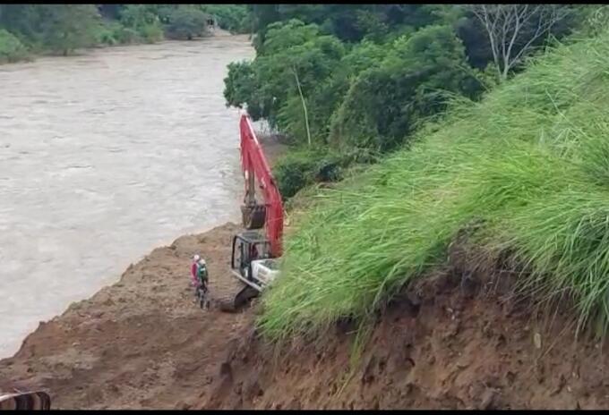 Buscan rescatar a los 11 mineros