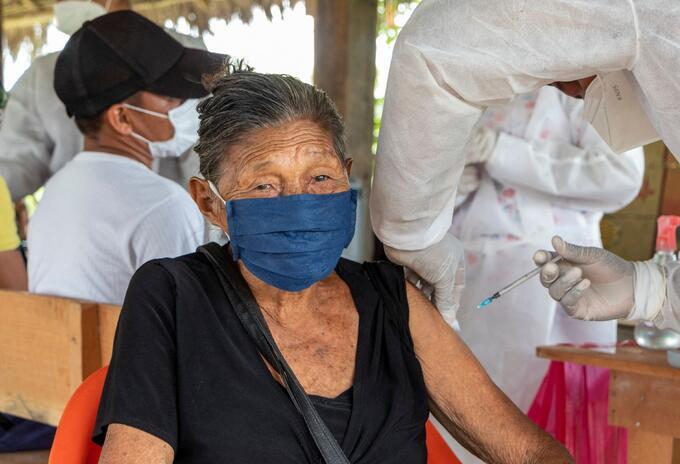 Vacunación contra covid-19 en Leticia