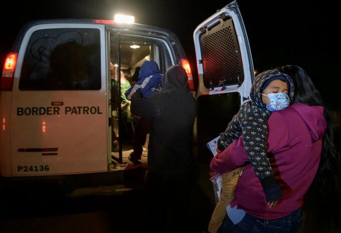 Niños migrantes en la frontera de EE.UU. y México