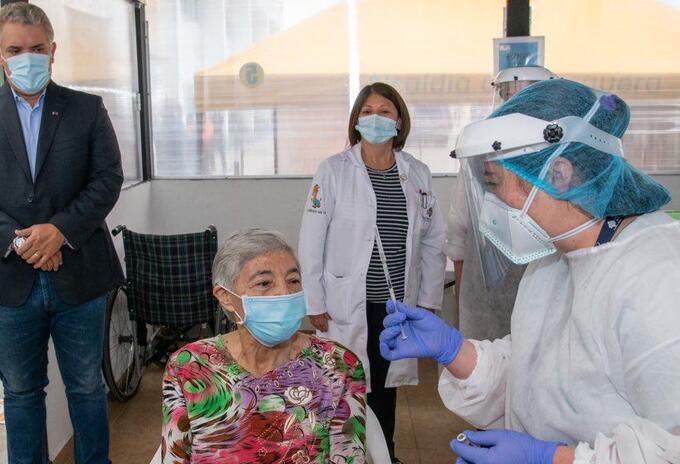 María Isabel Avendaño de Maldonado de 80 años de edad, se convirtió en la persona vacunada contra el coronavirus número 3 millones.