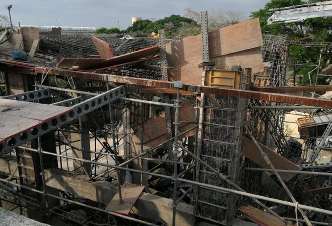 Desplome de una placa de una construcción de Cartagena deja a dos personas con heridas leves