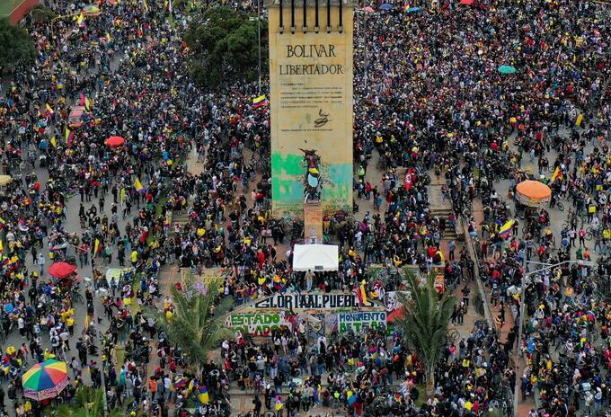 Monumento a Los Héroes, en Bogotá, en medio de las marchas del paro nacional