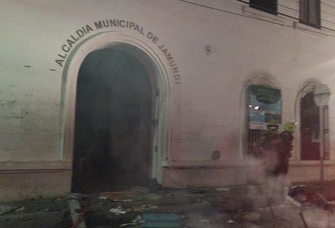 El alcalde del municipio rechazó los hechos de violencia que opacaron la jornada pacífica de movilización que habían tenido.