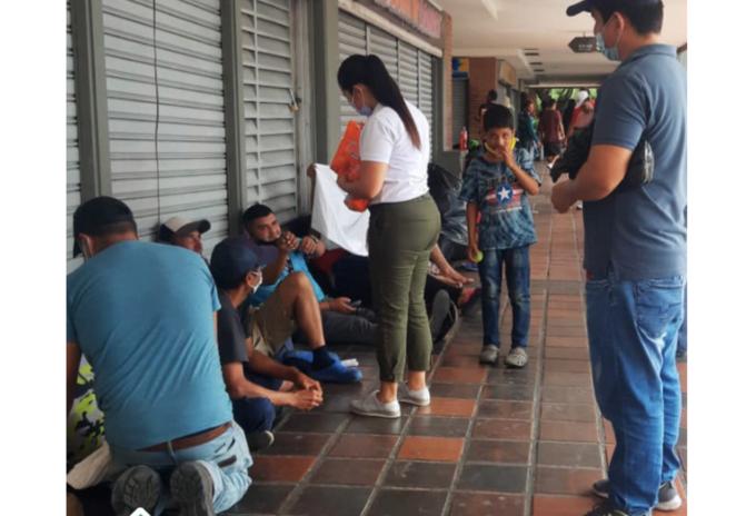 Venezolanos varados por bloqueos en Cali