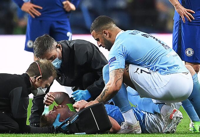 Kevin De Bruyne, del Manchester City sufrió grave lesión en final de Champions