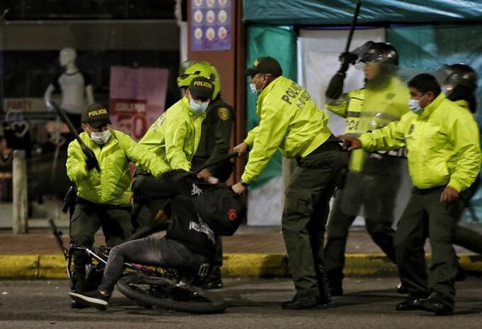 POLICÍA DURANTE LAS PROTESTAS