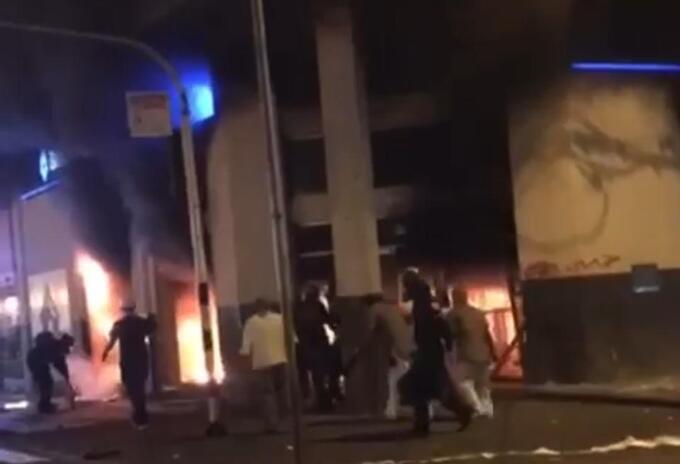 Manifestantes incendiaron entidades y saquearon el comercio