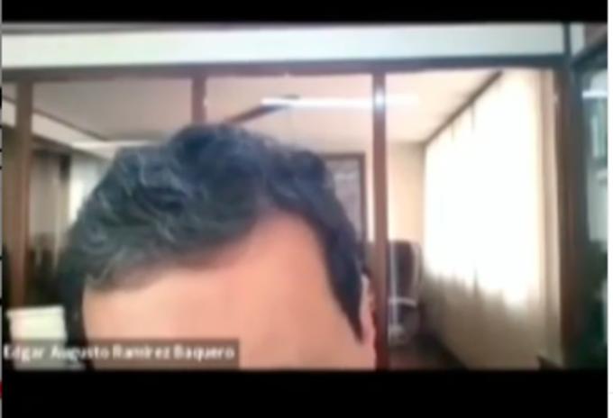 Profesor regañando a estudiante de U Rosario por foto de perfil del paro