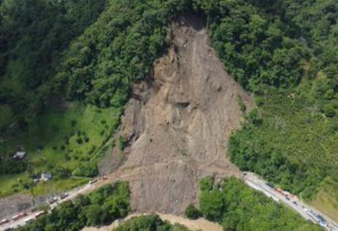 Cierre total de la vía entre Godó y Guineales entre Dabeiba-Mutatá, Antioquia.