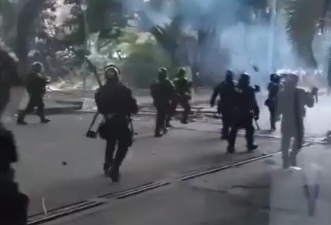 Disturbios en oeste y sur de Cali por despeje de bloqueos viales.