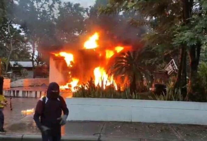Un CAI, una estación de servicio y un colegio fueron objeto de ataques en Neiva