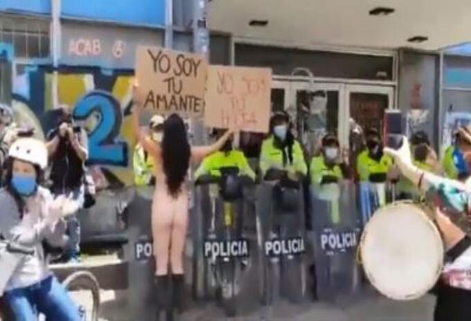 Mujeres protestaron desnudas en Bogotá para rechazar la violencia sexual