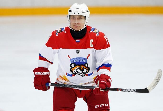 Putin cuando participó en partido benéfico de hockey sobre hielo