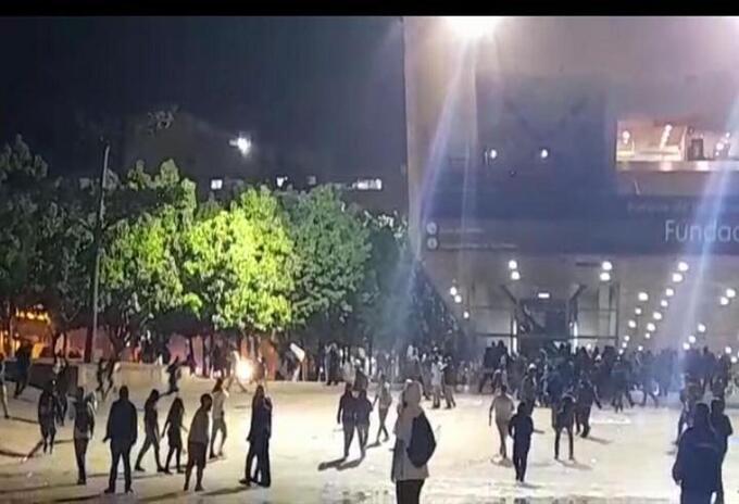 Disturbios en el Parque de los Deseos en Medellín.