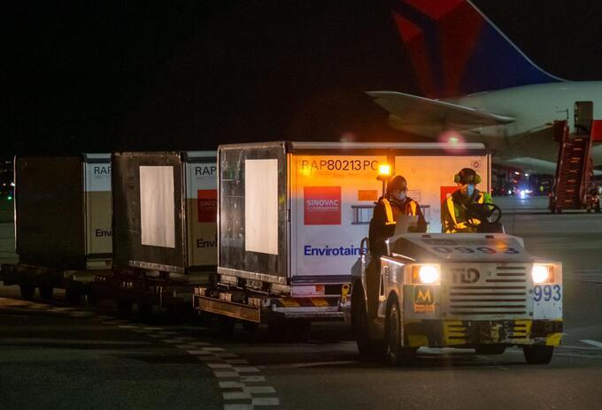Llegan vacunas de Sinovac a Colombia