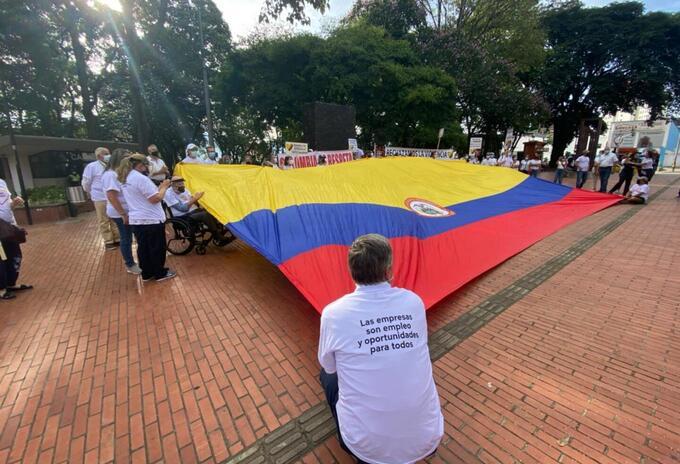 Marcha de ciudadanos en Medellín.