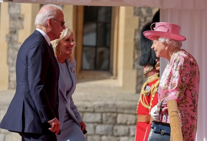 Joe Biden y la reina Isabel II