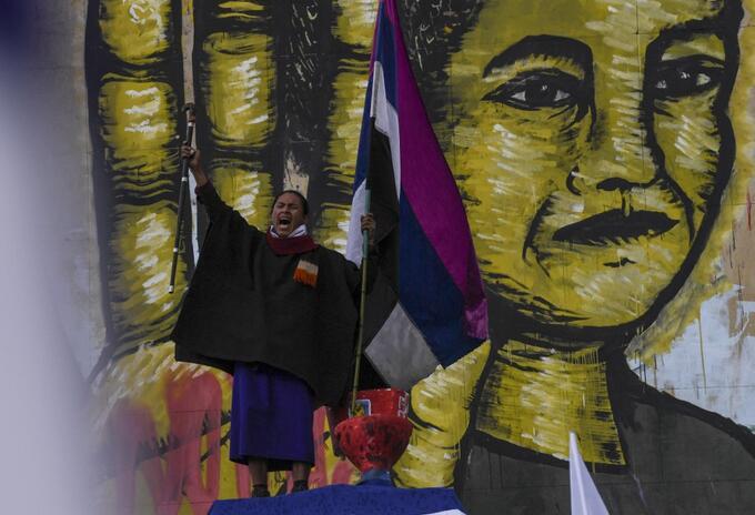 Paro nacional: indígena misak grita consignas durante manifestación