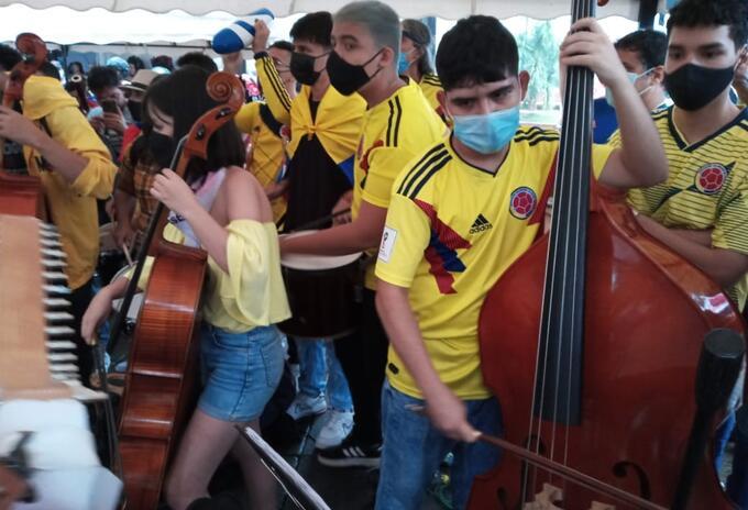 Distintas organizaciones sociales, juveniles y artísticas interpretaron varias canciones.