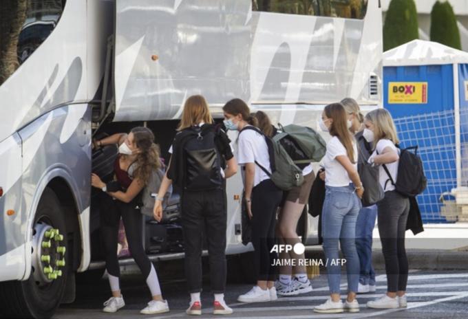 Jóvenes se contagian en excursión en España