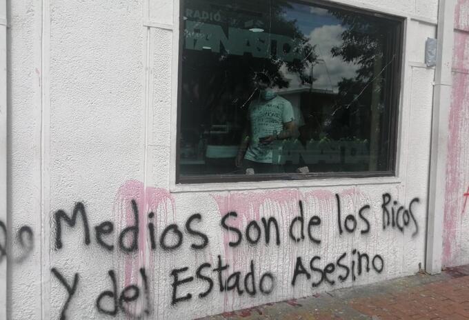 Daños en ventanales y fachada en la Caracas con 37 realizaron los manifestantes