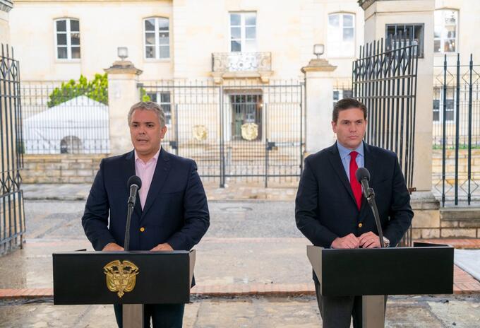 Iván Duque y Juan Carlos Pinzón en la presentación del nuevo embajador de Washington.