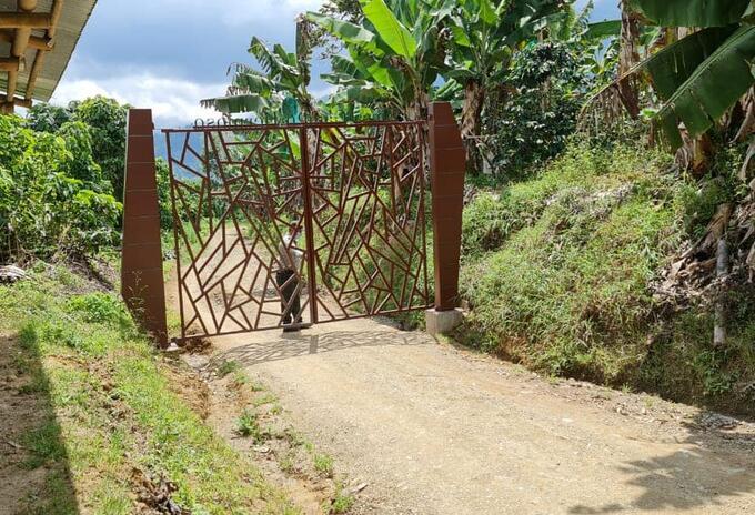 Instalación puerta sector Cinabrio, Pijao - Quindío - Archivo Ciudadano