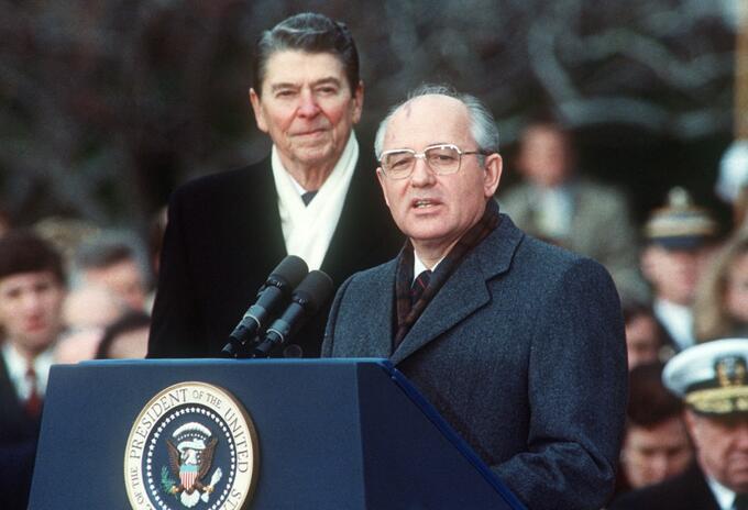 Ronald Reagan y Mijail Gorbachov en 1987
