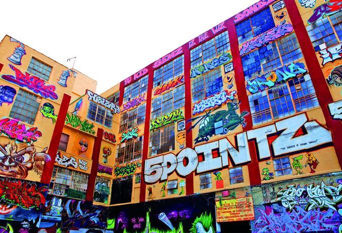 Durante 20 años el inversor inmobiliario Jerry Wolkoff invitó a grafiteros a intervenir las paredes de este gran complejo industrial