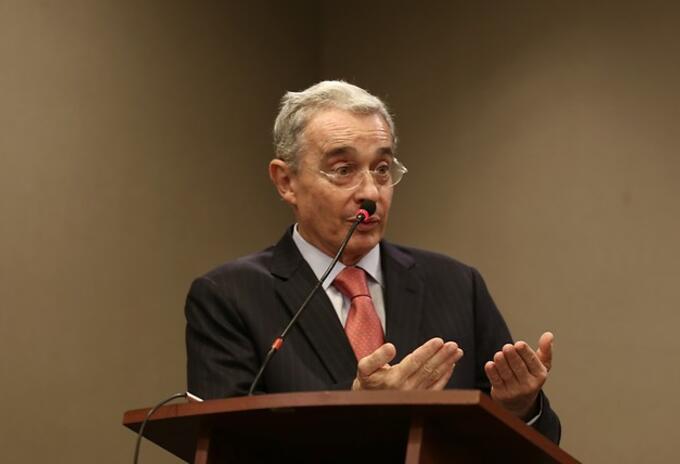 Uribe en rueda de prensa: Colpresa
