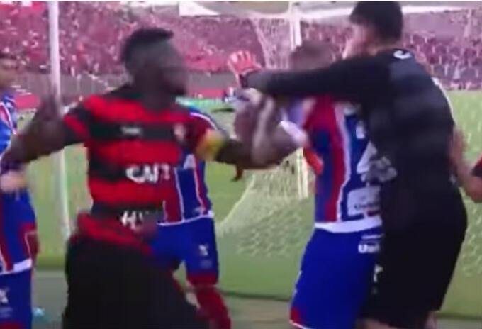 Pelea de jugadores en Brasil